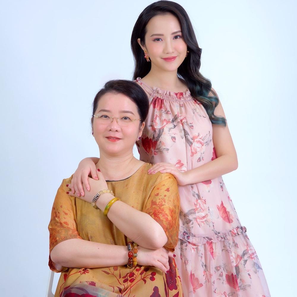 Mẹ Primmy Trương hồi hộp khi con gái sắp lên xe hoa, thời gian đám cưới cũng được hé lộ Ảnh 1