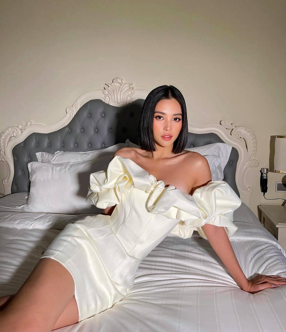 Say lòng ngắm Hoa hậu Tiểu Vy diện váy trắng xinh như đóa hoa cẩm tú Ảnh 1