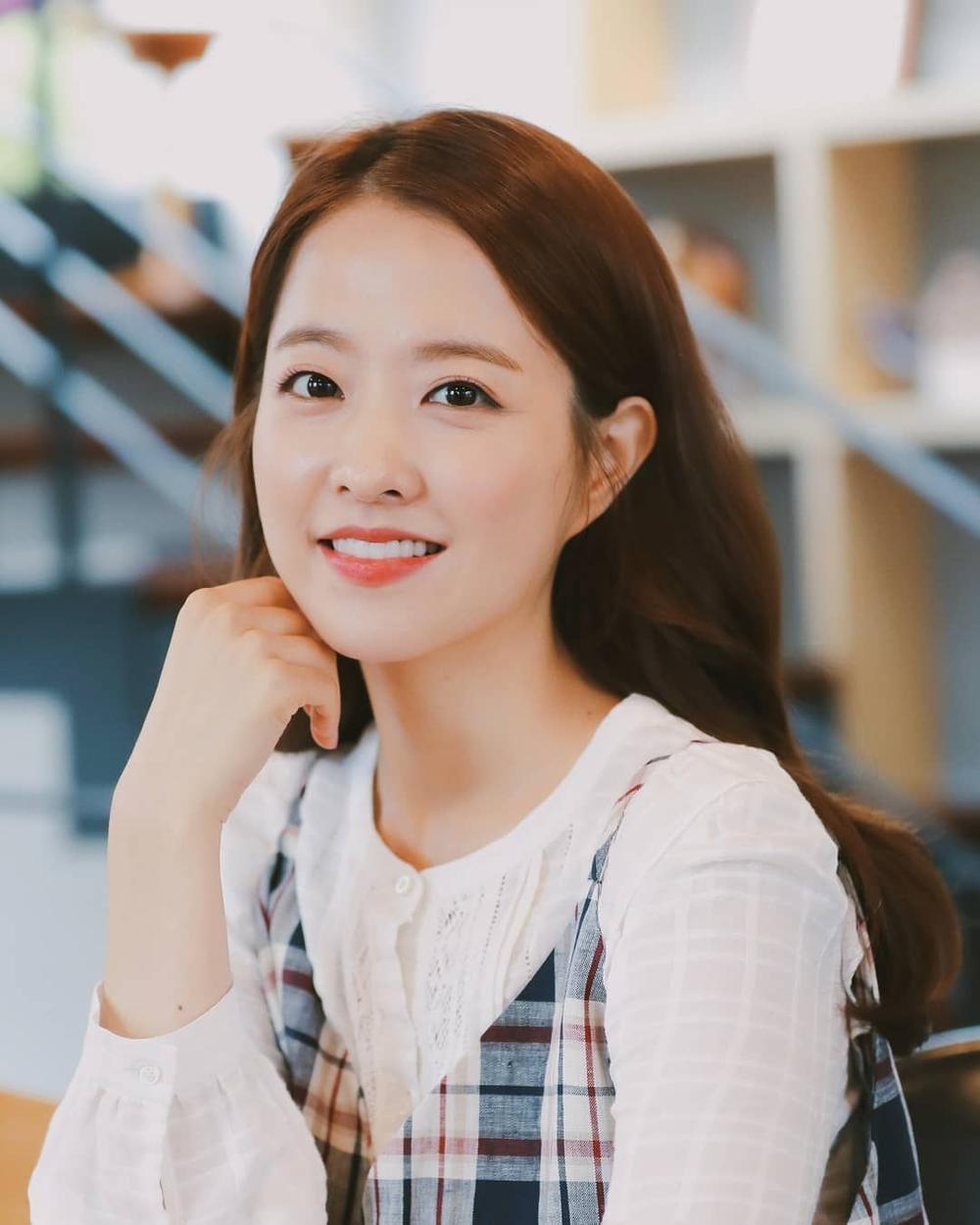 Jinyoung (GOT7) chính thức về chung nhà với Kim Go Eun và Park Bo Young Ảnh 3