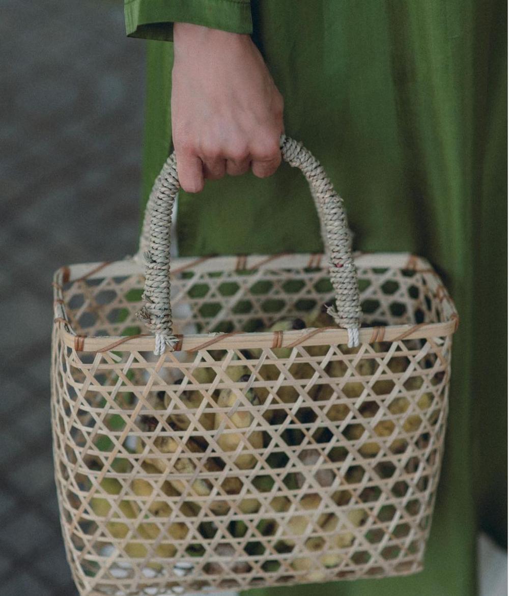 Nao lòng trước vẻ đẹp của Tăng Thanh Hà khi mặc áo dài Sài Gòn xưa Ảnh 4
