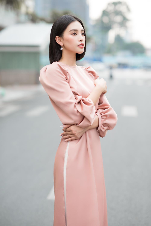 Đỗ Mỹ Linh - Tiểu Vy dịu dàng sắc xuân với áo dài cách tân thanh lịch Ảnh 4