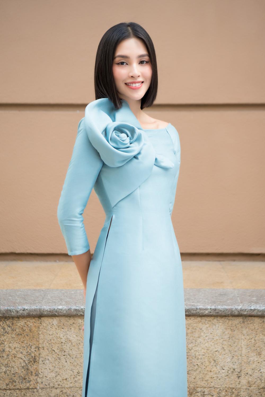 Đỗ Mỹ Linh - Tiểu Vy dịu dàng sắc xuân với áo dài cách tân thanh lịch Ảnh 9