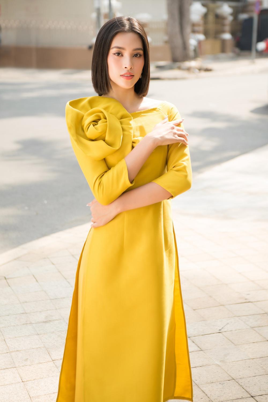 Đỗ Mỹ Linh - Tiểu Vy dịu dàng sắc xuân với áo dài cách tân thanh lịch Ảnh 10