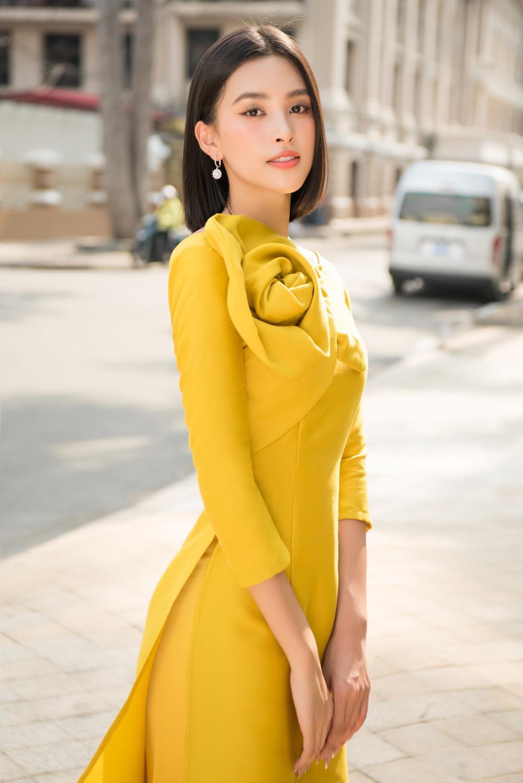 Đỗ Mỹ Linh - Tiểu Vy dịu dàng sắc xuân với áo dài cách tân thanh lịch Ảnh 11
