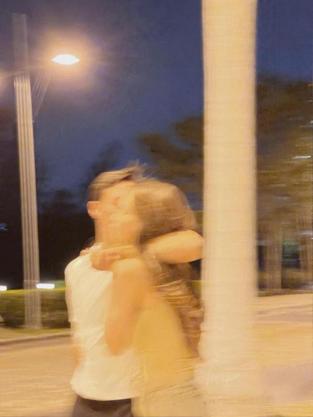 Lịm tim trước loạt khoảnh khắc đầy tình cảm của Hà Hồ và Kim Lý khi 'trốn' cặp song sinh đi chơi riêng Ảnh 4