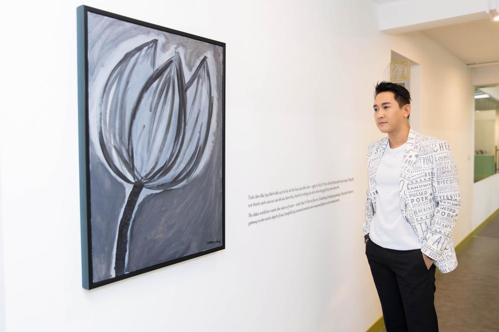 Hứa Vĩ Văn rơi nước mắt tại triển lãm hội họa đầu tiên của mình Ảnh 11