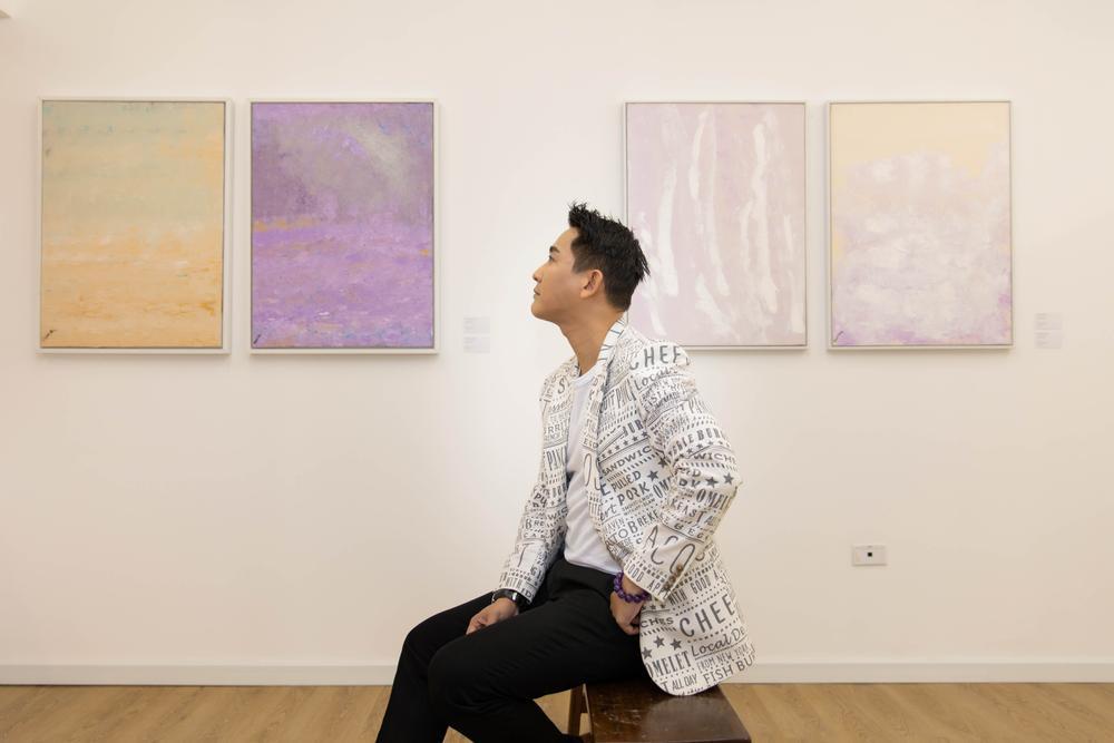 Hứa Vĩ Văn rơi nước mắt tại triển lãm hội họa đầu tiên của mình Ảnh 2