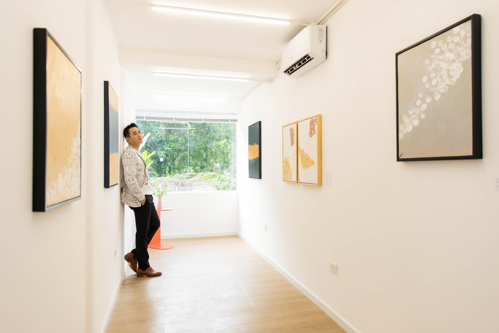Hứa Vĩ Văn rơi nước mắt tại triển lãm hội họa đầu tiên của mình Ảnh 12