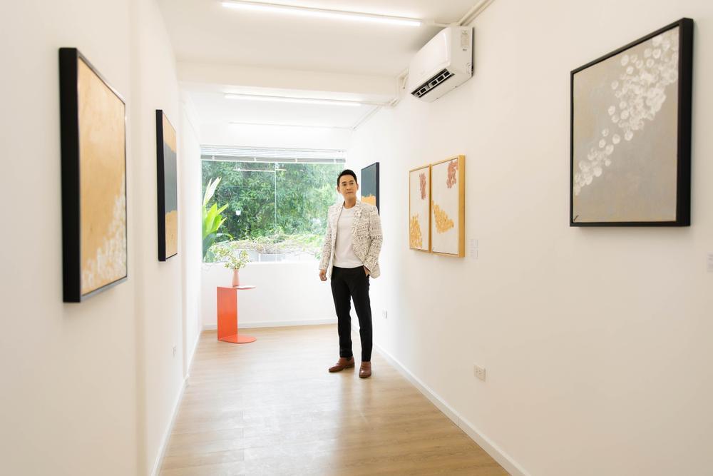 Hứa Vĩ Văn rơi nước mắt tại triển lãm hội họa đầu tiên của mình Ảnh 13