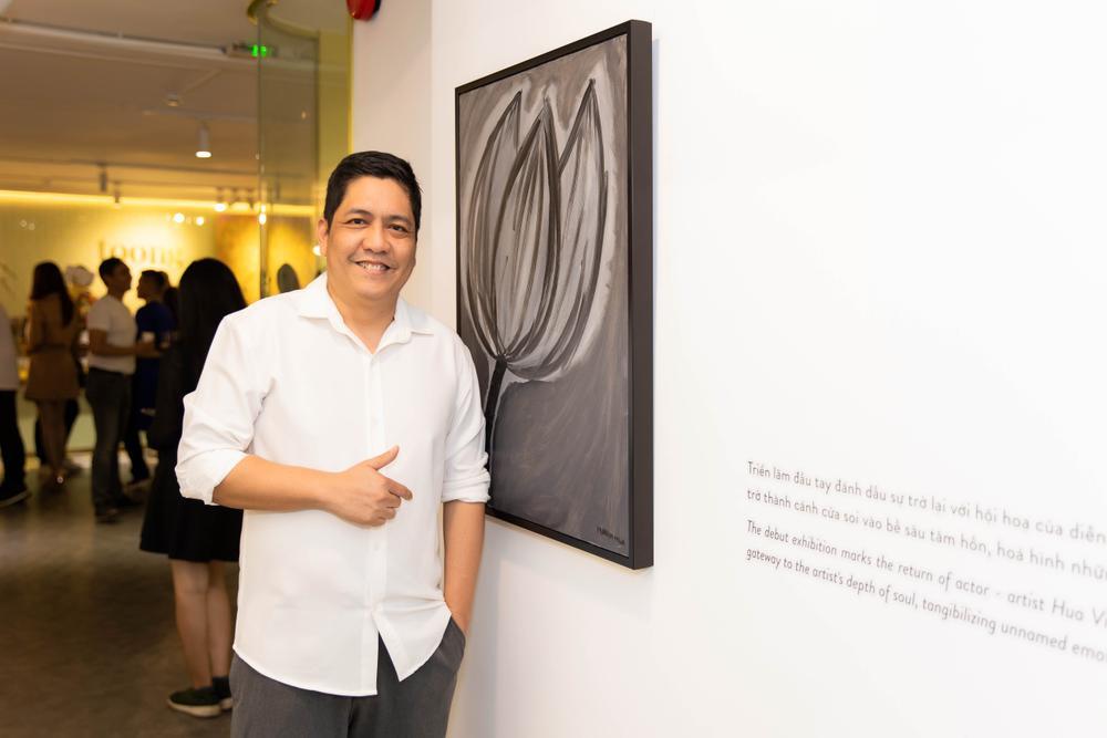 Hứa Vĩ Văn rơi nước mắt tại triển lãm hội họa đầu tiên của mình Ảnh 4