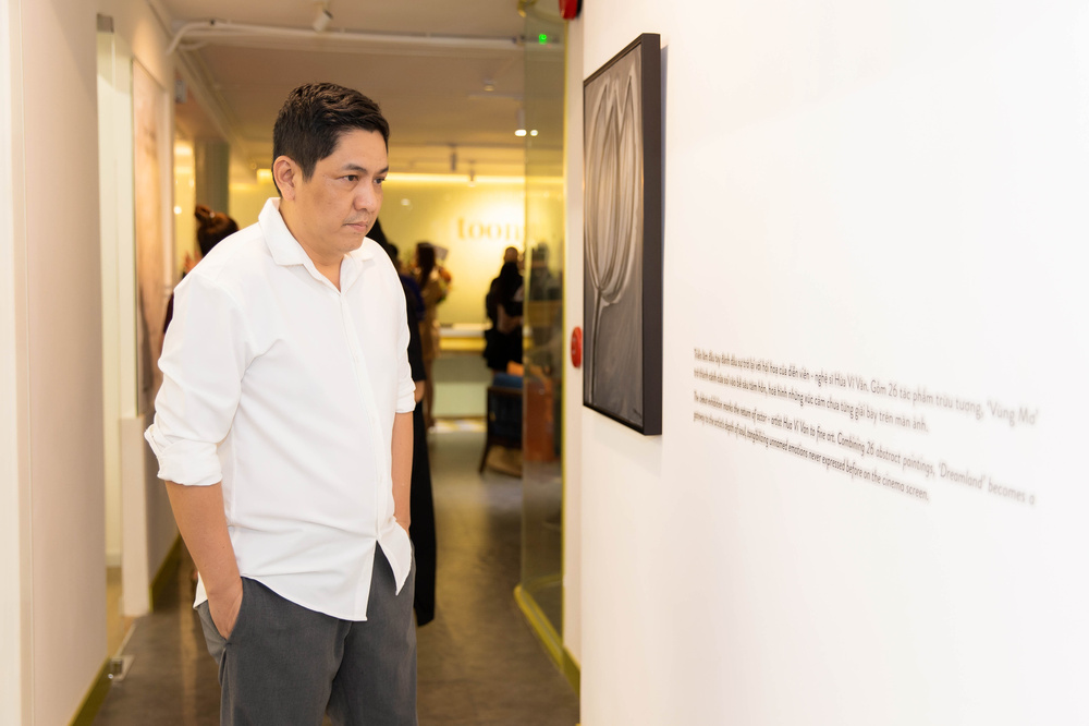 Hứa Vĩ Văn rơi nước mắt tại triển lãm hội họa đầu tiên của mình Ảnh 5