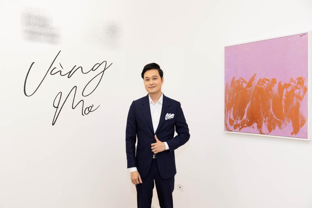 Hứa Vĩ Văn rơi nước mắt tại triển lãm hội họa đầu tiên của mình Ảnh 3