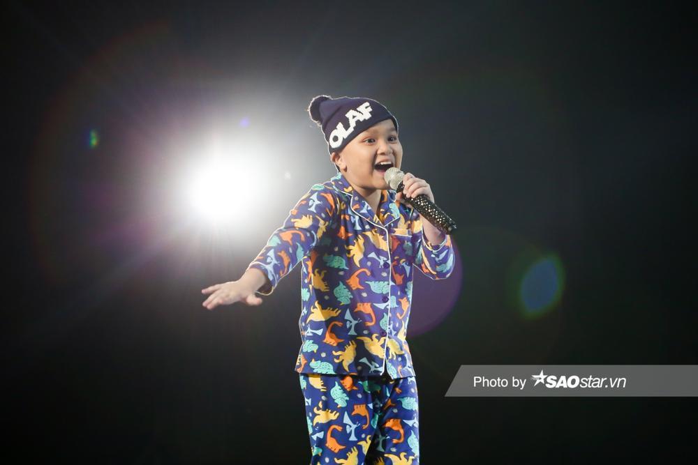Hot boy nhí Phước Khang 'trùm chăn' đội BigFamily khiến Hồ Hoài Anh - Lưu Hương Giang tiếc nuối Ảnh 1