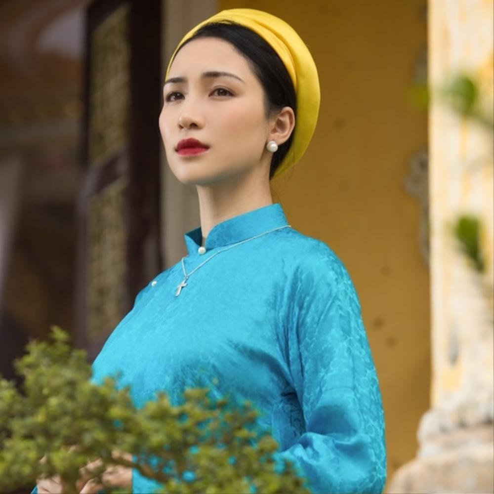 Nhái giọng Chi Pu, Hòa Minzy hát 'Anh ơi ở lại' chênh phô, fan tranh cãi thiếu chuyên nghiệp Ảnh 1
