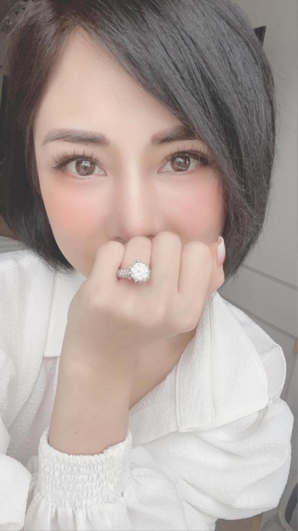 Huỳnh Anh chính thức cầu hôn bạn gái hơn tuổi Bạch Lan Phương Ảnh 3