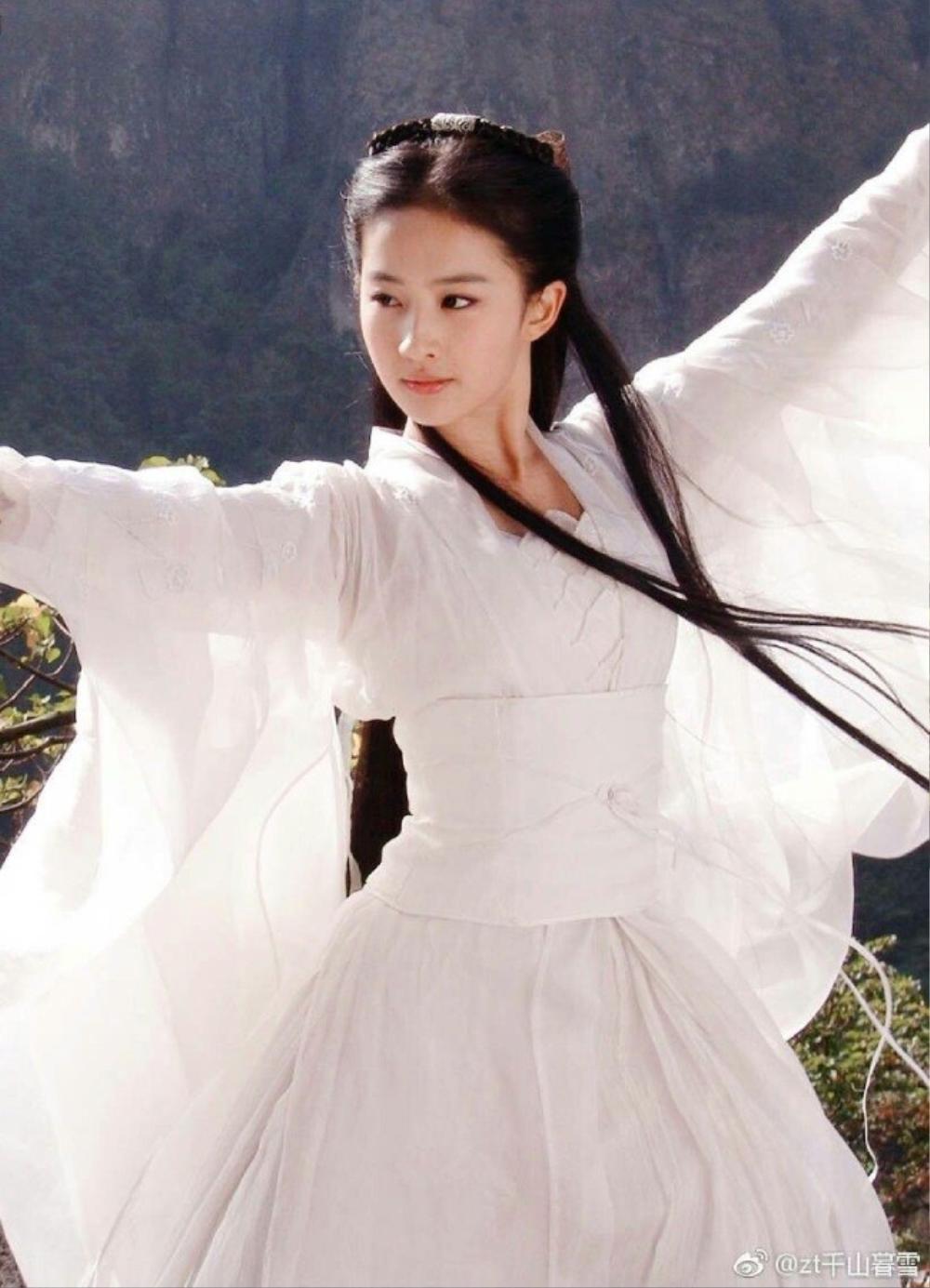 Địch Lệ Nhiệt Ba bị thương hiệu thời trang ghẻ lạnh vì sự xuất hiện của Lưu Diệc Phi? Ảnh 1