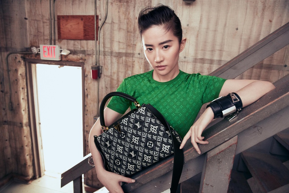 Địch Lệ Nhiệt Ba bị thương hiệu thời trang ghẻ lạnh vì sự xuất hiện của Lưu Diệc Phi? Ảnh 3