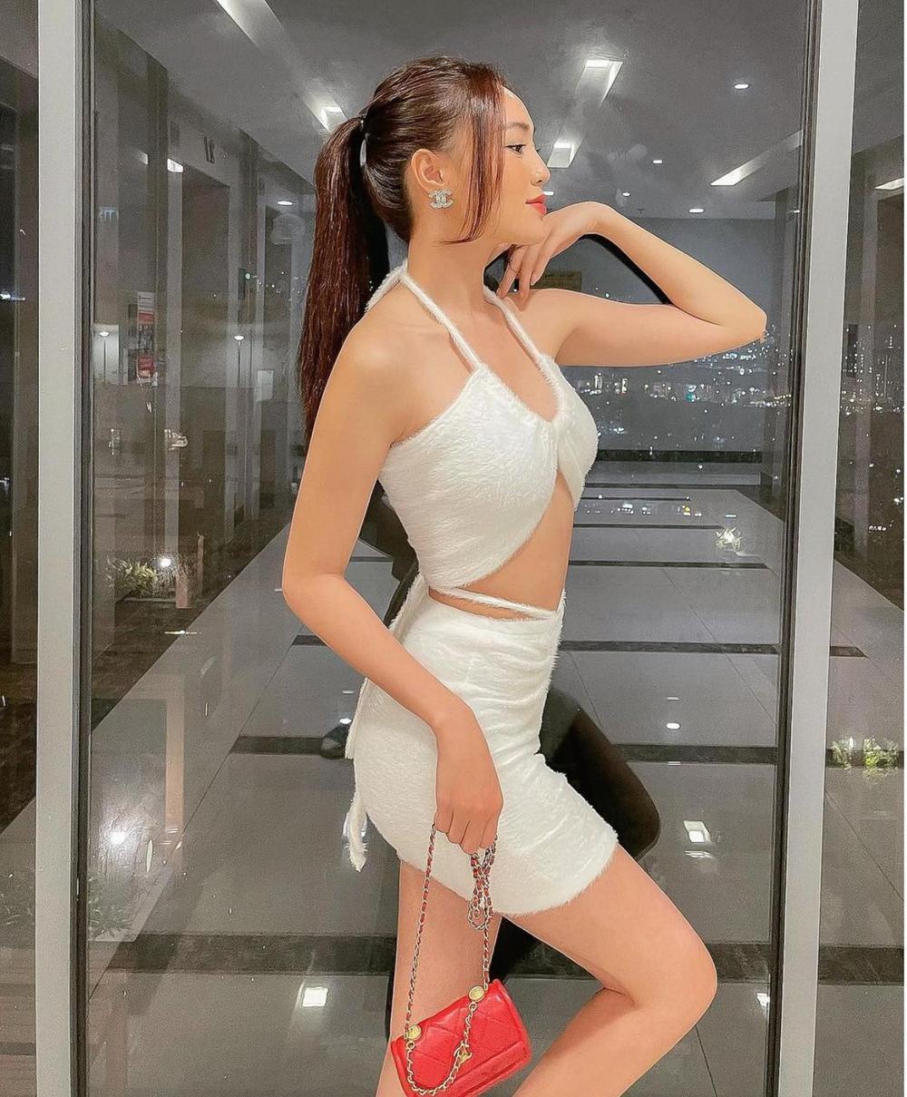 Ninh Dương Lan Ngọc khoe dáng cực chuẩn trong bộ váy trắng cut-out táo bạo Ảnh 3