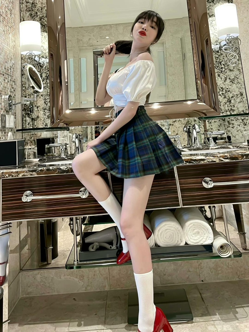 Elly Trần tiết lộ số đo vòng 1 khiêm tốn, phủ nhận danh xưng 'hot girl ngực khủng' lâu nay Ảnh 1