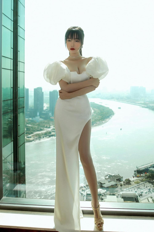 Elly Trần tiết lộ số đo vòng 1 khiêm tốn, phủ nhận danh xưng 'hot girl ngực khủng' lâu nay Ảnh 7
