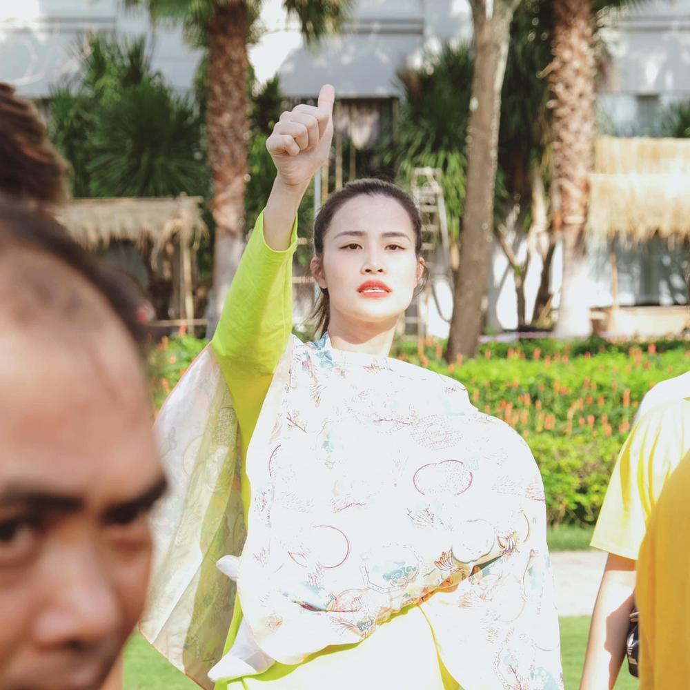 Chuyến đi công ty Ông Cao Thắng dịp cuối năm: Mẹ bỉm sữa Đông Nhi bồng bế con, nhân viên xoã hết cỡ Ảnh 1