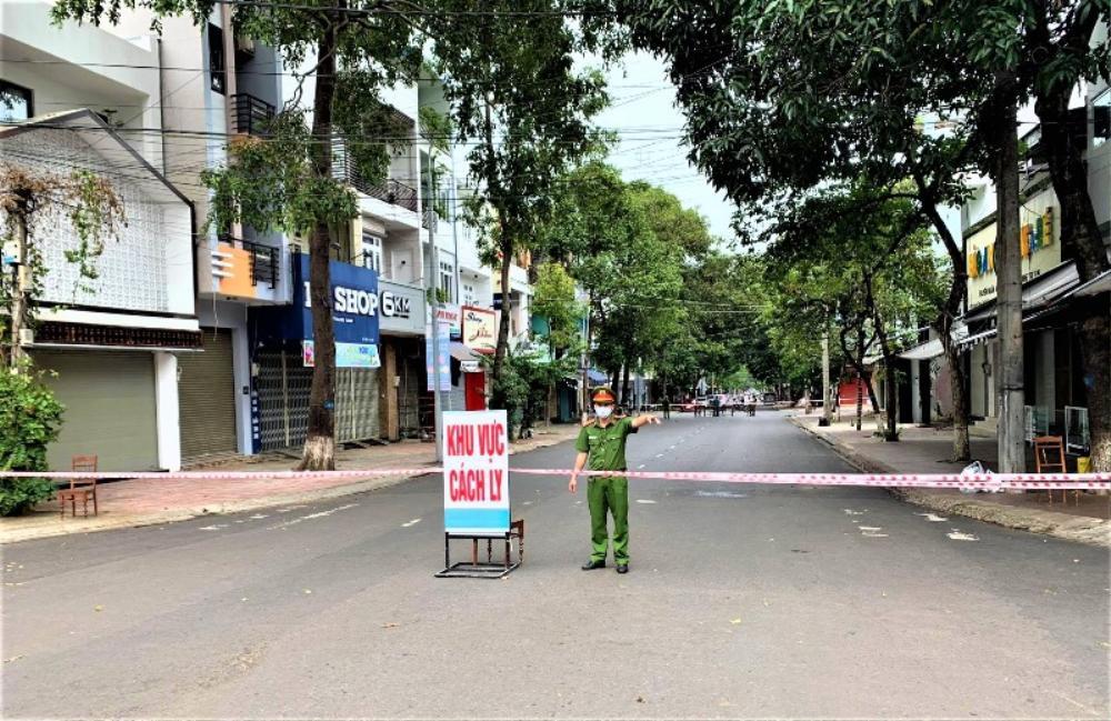 Bộ trưởng Bộ Y tế: 'Có thể tính đến giãn cách xã hội một số khu vực của Hà Nội' Ảnh 1