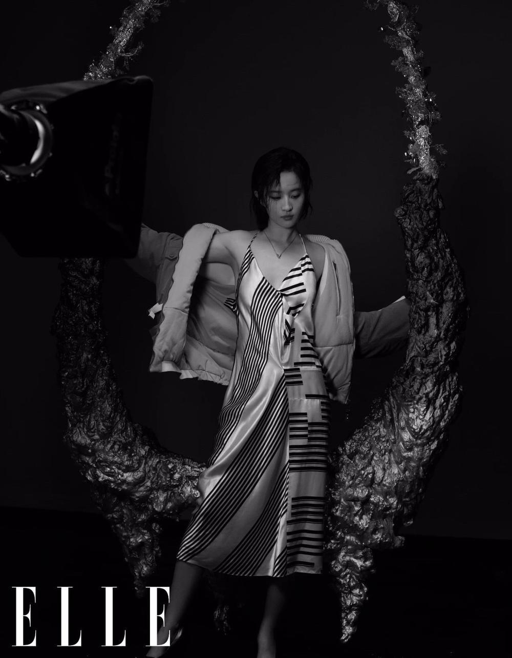 Lưu Diệc Phi lột xác hoàn toàn với visual như nữ idol Kpop trên bìa tạp chí Ảnh 8
