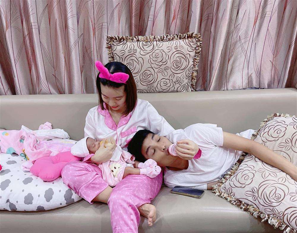 Bà xã đăng ảnh khoe dáng sau sinh, Mạc Văn Khoa khen một câu khiến dân mạng 'ngượng chín mặt' Ảnh 5