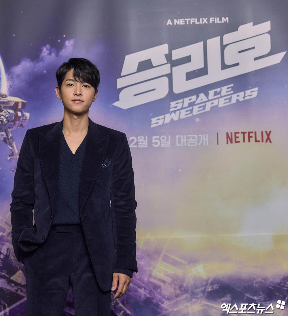 Song Joong Ki kém sắc bên 'tình mới' tại họp báo, Song Hye Kyo trẻ đẹp như gái đôi mươi hậu ly hôn! Ảnh 9