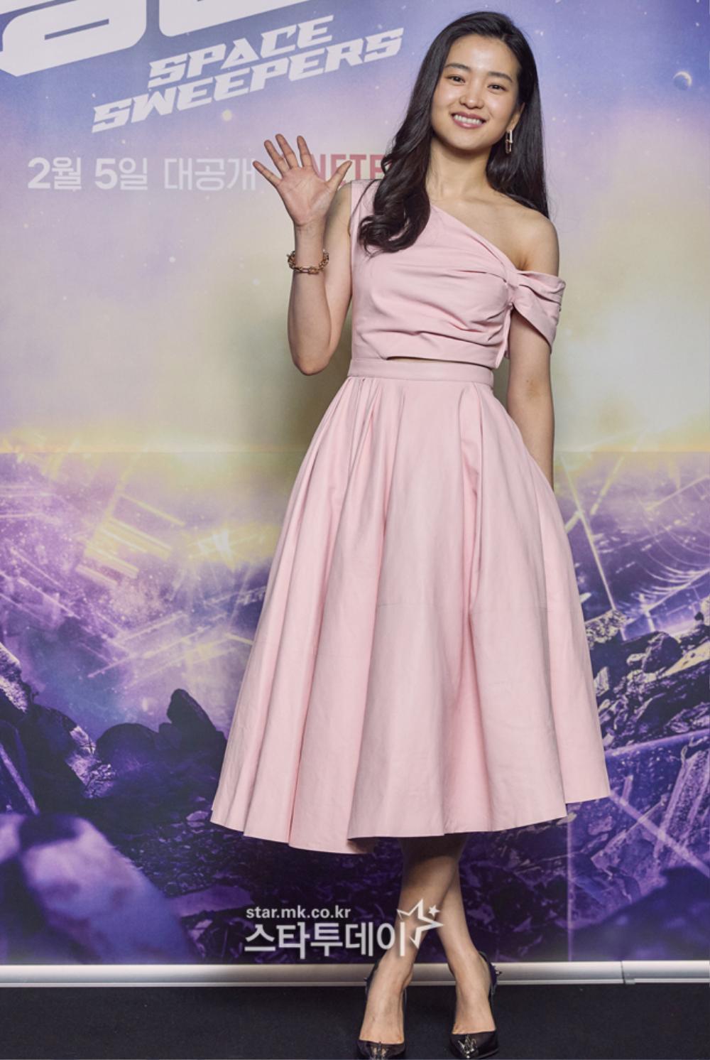 Song Joong Ki kém sắc bên 'tình mới' tại họp báo, Song Hye Kyo trẻ đẹp như gái đôi mươi hậu ly hôn! Ảnh 3