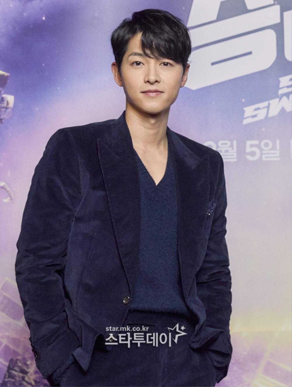 Song Joong Ki kém sắc bên 'tình mới' tại họp báo, Song Hye Kyo trẻ đẹp như gái đôi mươi hậu ly hôn! Ảnh 7