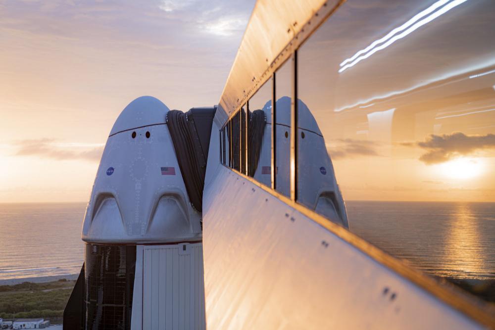 Tỷ phú người Mỹ đang tìm 3 người may mắn để cùng bay vào vũ trụ Ảnh 4