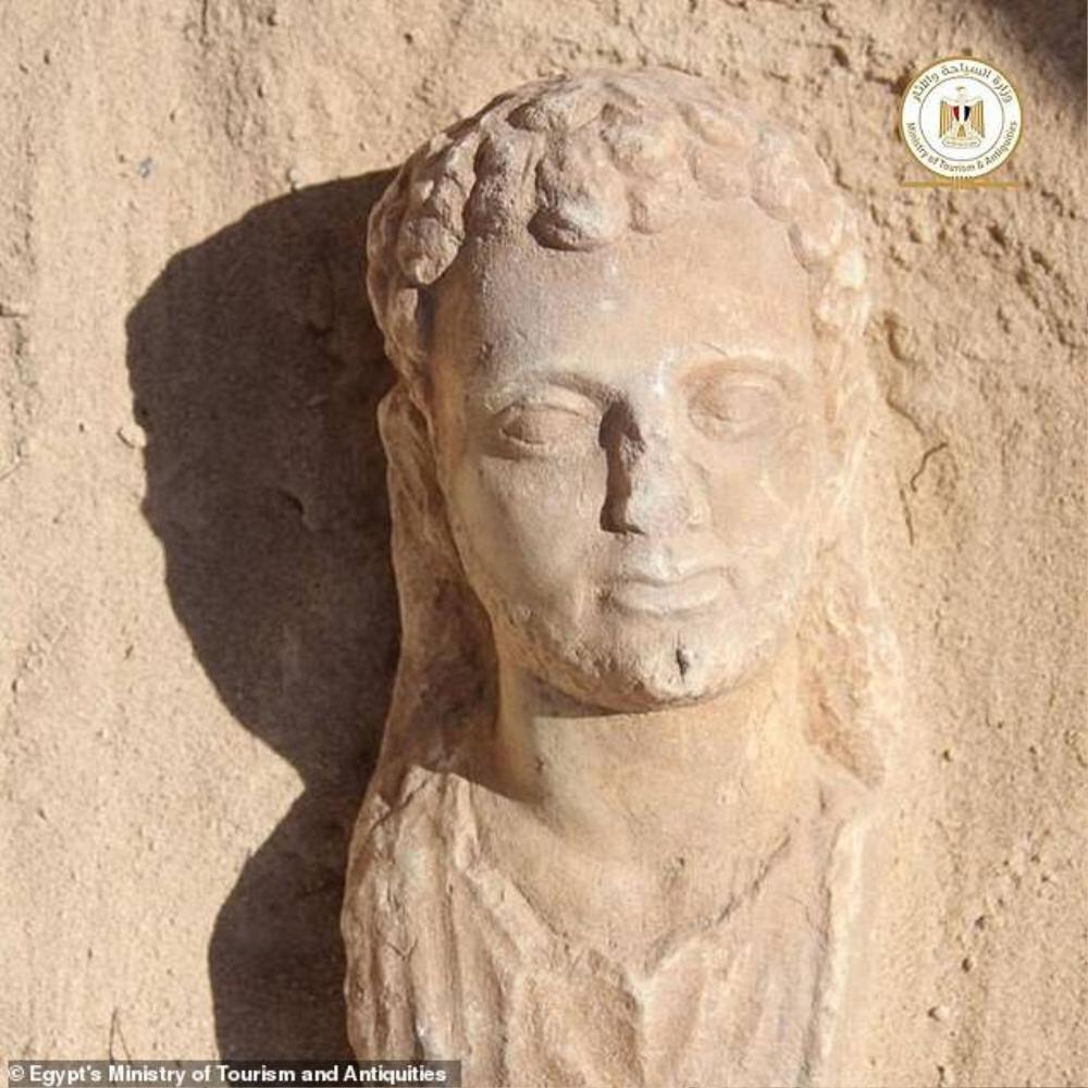 Xác ướp có lưỡi bằng vàng tại khu chôn cất 2.000 năm Ảnh 2