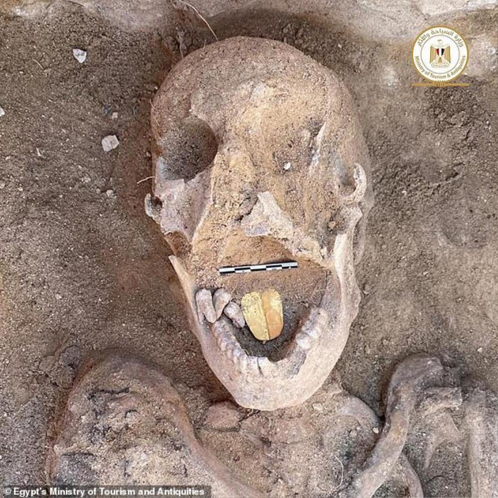 Xác ướp có lưỡi bằng vàng tại khu chôn cất 2.000 năm Ảnh 1