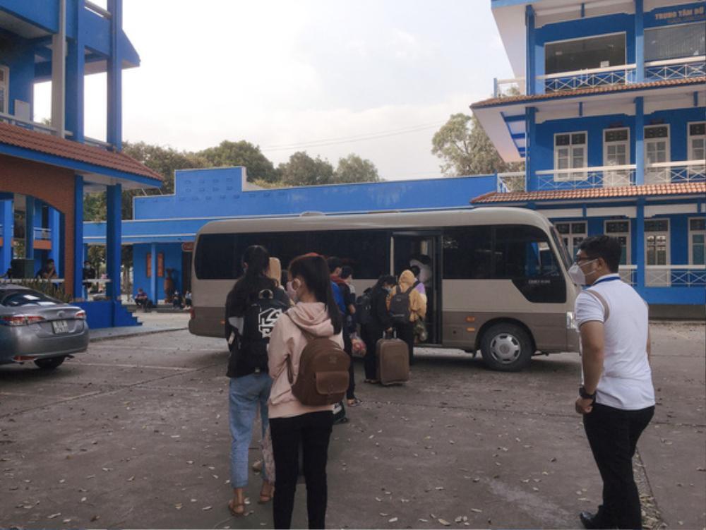 Hàng trăm sinh viên ĐH Thủ Dầu Một được đưa đi cách ly tập trung, sẵn sàng đón Tết trong khu cách ly Ảnh 1