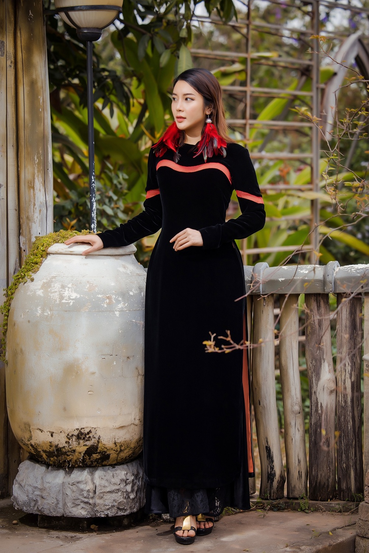 Du Xuân kiêu sa với áo dài nhung cách tân giao thoa vẻ đẹp Á - Âu Ảnh 2