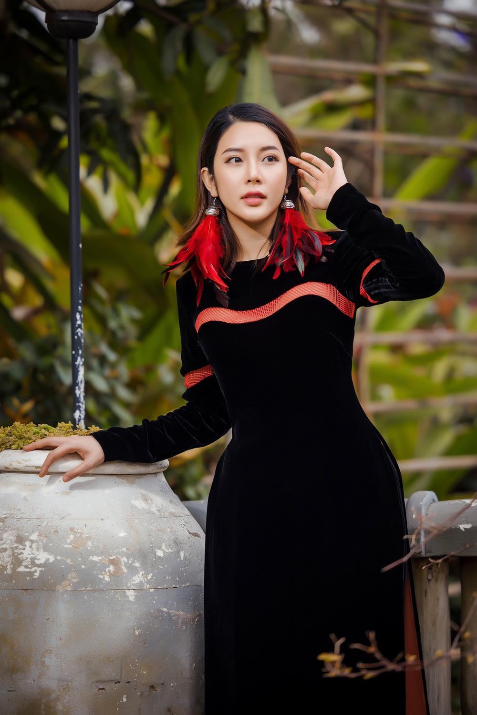 Du Xuân kiêu sa với áo dài nhung cách tân giao thoa vẻ đẹp Á - Âu Ảnh 3