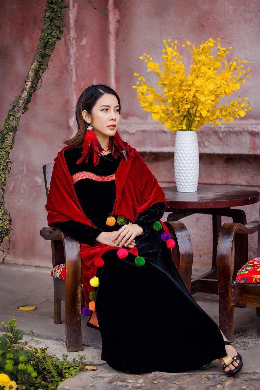 Du Xuân kiêu sa với áo dài nhung cách tân giao thoa vẻ đẹp Á - Âu Ảnh 5