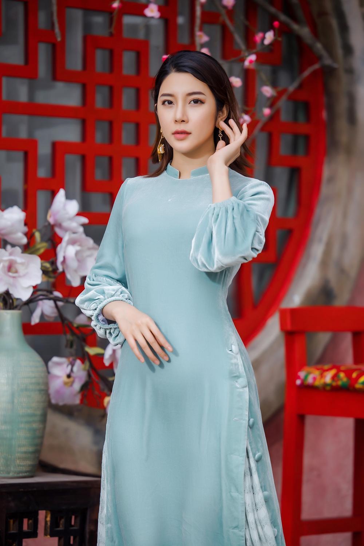 Du Xuân kiêu sa với áo dài nhung cách tân giao thoa vẻ đẹp Á - Âu Ảnh 9