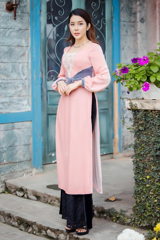 Du Xuân kiêu sa với áo dài nhung cách tân giao thoa vẻ đẹp Á - Âu Ảnh 10