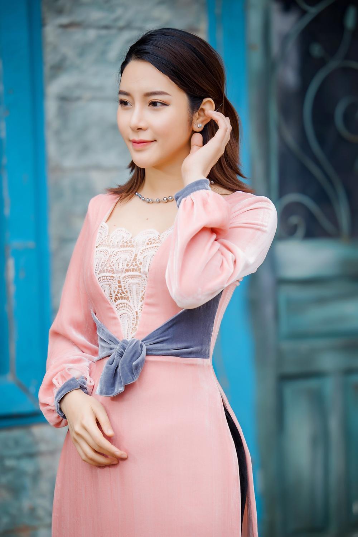 Du Xuân kiêu sa với áo dài nhung cách tân giao thoa vẻ đẹp Á - Âu Ảnh 11