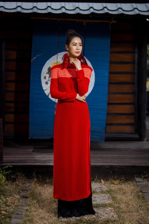 Du Xuân kiêu sa với áo dài nhung cách tân giao thoa vẻ đẹp Á - Âu Ảnh 13