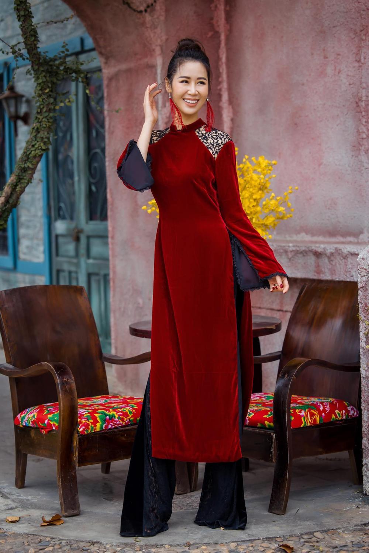 Du Xuân kiêu sa với áo dài nhung cách tân giao thoa vẻ đẹp Á - Âu Ảnh 16
