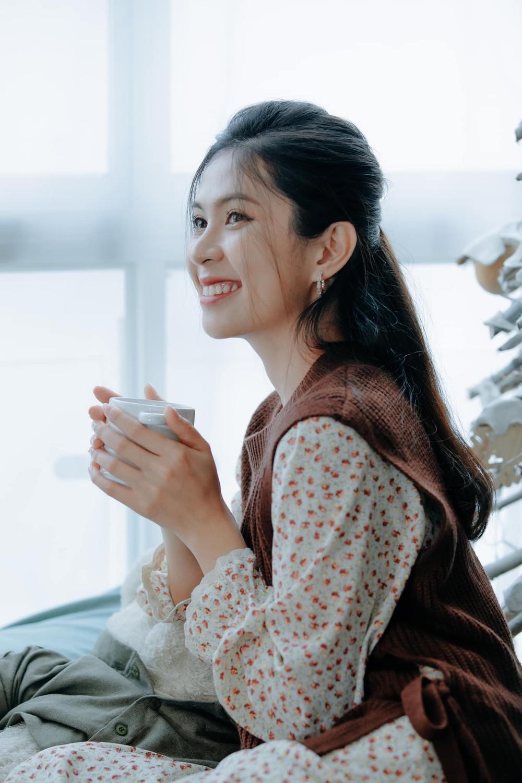 Lộ diện 'nàng thơ' của chồng cũ Trương Quỳnh Anh trong phim Tết 'Ớt đỏ' Ảnh 4
