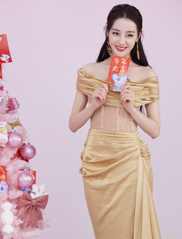Địch Lệ Nhiệt Ba khoe thân hình ngọc ngà trong váy đuôi cá vàng kim lấp lánh Ảnh 7