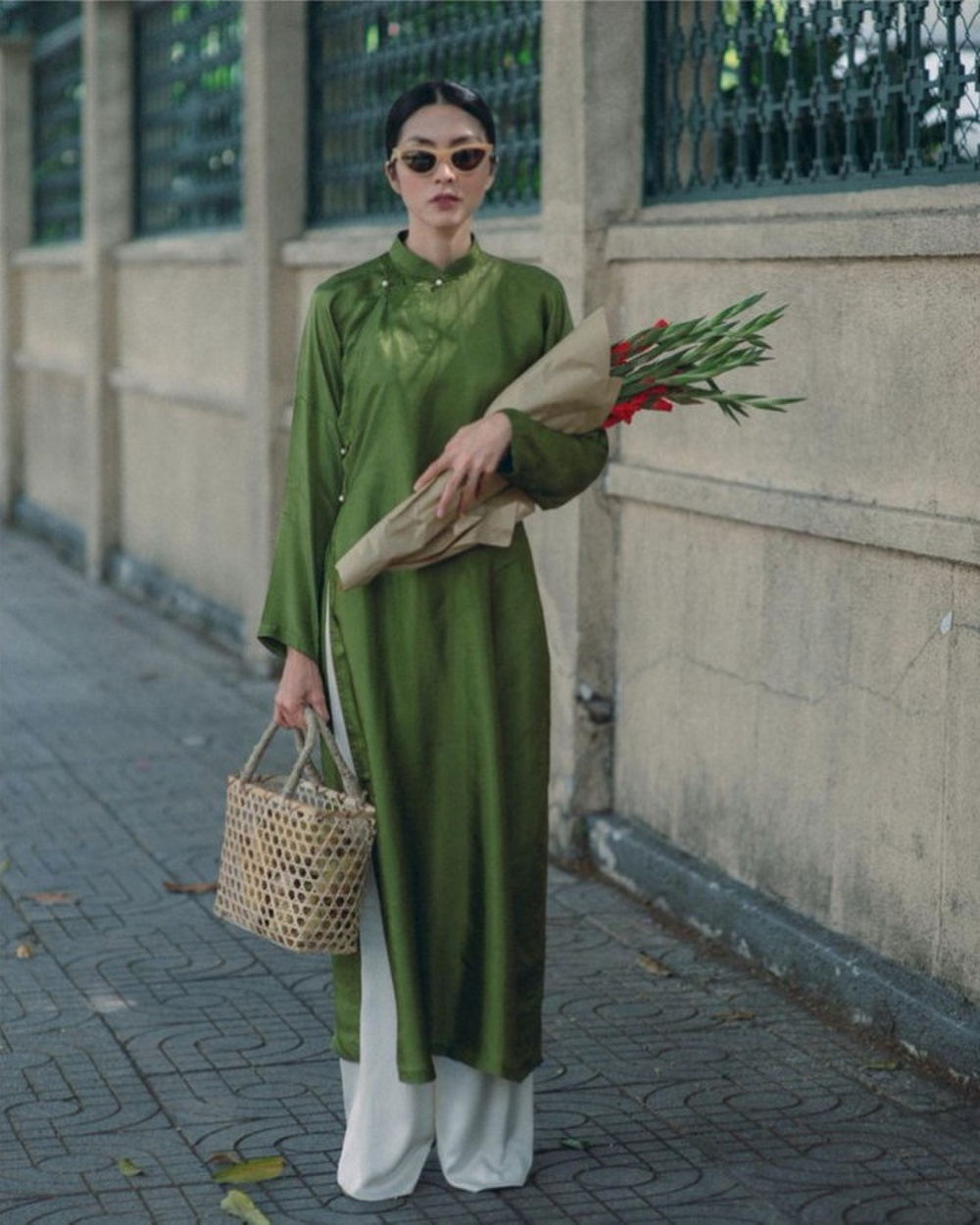Đỗ Mỹ Linh, Tiểu Vy, Hà Tăng diện áo dài ngọt ngào, gợi ý xu hướng Tết 2021 Ảnh 4