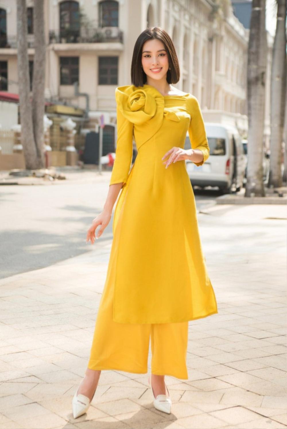 Đỗ Mỹ Linh, Tiểu Vy, Hà Tăng diện áo dài ngọt ngào, gợi ý xu hướng Tết 2021 Ảnh 1