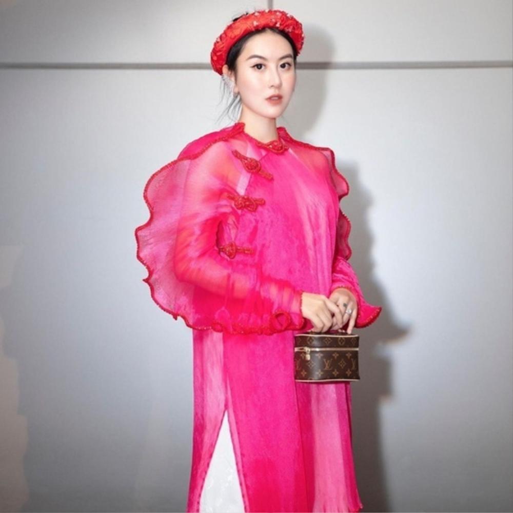 Đỗ Mỹ Linh, Tiểu Vy, Hà Tăng diện áo dài ngọt ngào, gợi ý xu hướng Tết 2021 Ảnh 3