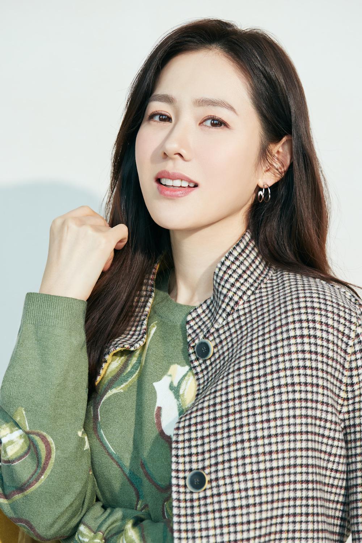 Thay thế Ha Ji Won, Son Ye Jin trở thành 'nàng thơ' mới chỉ vì hẹn hò với Hyun Bin? Ảnh 5