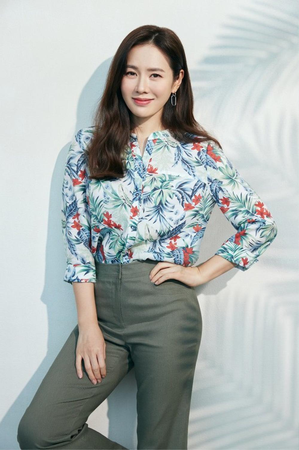 Thay thế Ha Ji Won, Son Ye Jin trở thành 'nàng thơ' mới chỉ vì hẹn hò với Hyun Bin? Ảnh 6